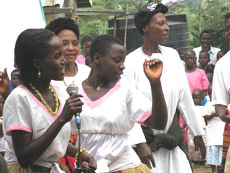 Kwesimira Frauengruppe: «Aids-Waisen dabei helfen, den Alltag zu bewältigen»