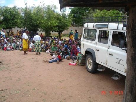 Krankentransport und Seelsorge für die Ärmsten in Itete