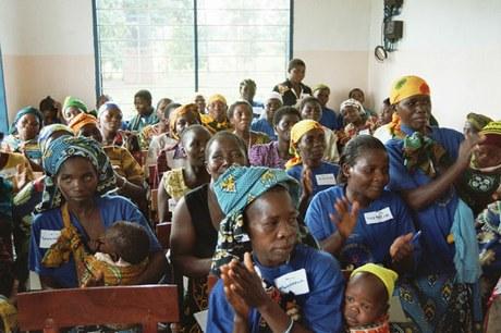 Basisgesundheit mit Focus Mütter und Kleinkinder sowie HIV/Aids