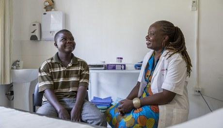 Revenir à la vie: comment l'accompagnement psychosocial peut soutenir le traitement du VIH